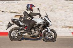 A Kawasaki Versys é uma moto polivalente e muito versátil. Depois da remodelação de que foi alvo há um ano atrás, ficou bastante mais apetecível. Venha conhecê-la.