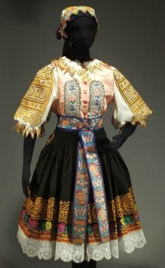Authentic Slovak folk costume from Podolie Rare Clothing, Clothing And Textile, Historical Clothing, Folk Fashion, Ethnic Fashion, Folk Costume, Costume Dress, Costumes Around The World, Ethnic Dress