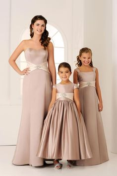 Clothes - Differences Betweeen Bridesmaid and Flower Girl - EverAfterGuide