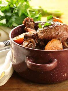 poivre, poivre, vin rouge, champignon de Paris, huile, coq, farine, bouquet garni, oignon, fond de veau, ail, sel, carotte, lardons, cognac