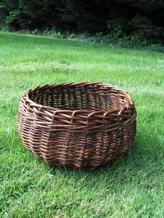 Simple structure and technique (French randing?) for a pleasing shaped basket