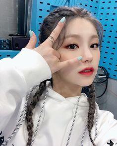 Photo album containing 4 pictures of Yeji South Korean Girls, Korean Girl Groups, Programa Musical, Kpop Girls, My Girl, Rapper, Hoop Earrings, Fancy, Female