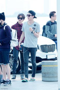 Sehun - 140912 Incheon Airport, departing for Bangkok Credit: Merry Peal. Trendy Mens Fashion, Korean Fashion Men, Exo Kai, Chanyeol, Airport Fashion Kpop, Sehun Cute, Exo Korean, Xiu Min, Drama Korea