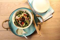 Salade Met Gerookte Kip En Pesto-yoghurtsaus recept | Smulweb.nl