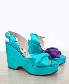 1970s Carel wedges in metallic blue color with purple detail – made in Italy