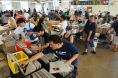 Hawaii Record Fair, packed.
