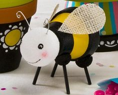 Clay Pot Bumble Bees {Plaid} #claypot #craft