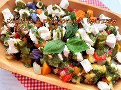 sałatka całkiem inna niż wszystkie,z pysznym ziołowym sosem Cobb Salad, Feta, Lunch, Chicken, Youtube, Eat Lunch, Lunches, Youtubers, Youtube Movies