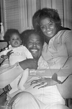 Barry White (singer) has arrived in London for a series of six concerts with his wife Glodean and two month old daughter Shaheiah Love White. My Black Is Beautiful, Black Love, Music Icon, Soul Music, Black Music Artists, Soul Artists, Vintage Black Glamour, Old School Music, Hip Hop And R&b