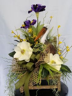 25 Best DIY Flowers Arrangement to Beautify Fall Decoration Sunflower Floral Arrangements, Easter Flower Arrangements, Easter Flowers, Diy Flowers, Flower Vases, White Flowers, Fall Flowers, Fall Arrangements, Church Flowers