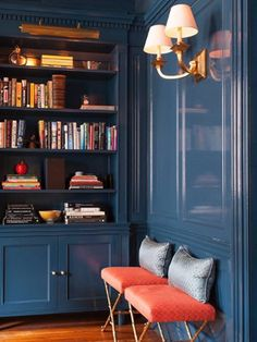 We want to show you a collection of inspirational ideas for your own home library, which can be a great addition to your overall home interior design. Home Library Design, Home Office Design, Home Office Decor, Home Interior Design, House Design, Library Ideas, Cozy Library, Design Desk, Office Ideas