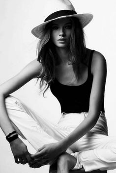 Black & white fashion- Polish Your Look With A Wide-Brim Hat Fashion Mode, Fashion Beauty, 50 Fashion, Fashion Styles, Fashion Brands, Fashion Online, Fashion Jewelry, Looks Style, Skinny