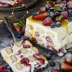 Ina Paarman's Cheesecake Trifle with Red Berries. Cheesecake Trifle, Trifle Desserts, Trifle Recipe, No Bake Desserts, Cheesecake Recipes, Just Desserts, Dessert Recipes, Charlotte Tiramisu, Christmas Lunch