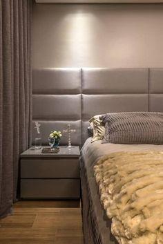 Apartamento com Varanda: Quartos  por Andréa Buratto Arquitetura & Decoração Bedroom Bed Design, Gray Bedroom, Bedroom Decor, Hammock In Bedroom, Latest Bathroom Designs, Toilet Design, Dream Home Design, Panel Bed, Furniture Design