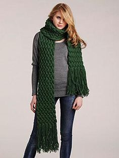 Visto aquí: http://www.womansday.com/style-beauty/fashion-style/diy-style-giant-cable-scarf-111455