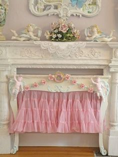 Frilly Fireplace Screen ~ Shabby chic idea -I think I may have already pinned this but I like it so much I'm doing it again! Estilo Shabby Chic, Shabby Chic Pink, Shabby Chic Cottage, Vintage Shabby Chic, Shabby Chic Homes, Shabby Chic Style, Shabby Chic Decor, Cottage Style, Fireplace Cover