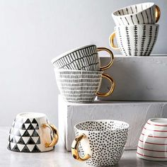 Nordic Home, Nordic Style, Cerámica Ideas, Creative Coffee, Unique Coffee Mugs, Hand Painted Mugs, Geometry Pattern, Pottery Techniques, Ceramic Coffee Cups