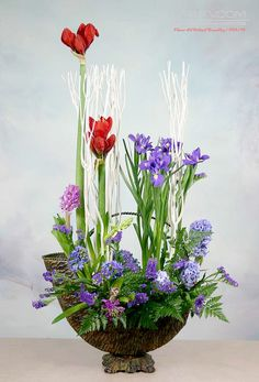 Pin by Julie Churchill on Arrangements Of Joy Ikebana, Amazing Flowers, Colorful Flowers, Spring Flowers, Creative Flower Arrangements, Floral Arrangements, Table Flowers, Paper Flowers, Birch Branches