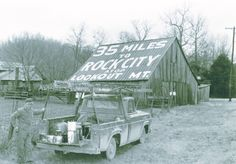See Rock City ads remain on at least five Southern Indiana barns.<---seen a couple