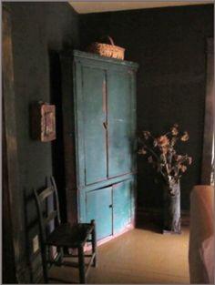 love the cornor cupboard Primitive Homes, Primitive Antiques, Country Primitive, Primitive Decor, Prim Decor, Country Decor, Rustic Decor, Country Blue, Shaker Furniture