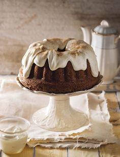 Dié staatmaker waarmee ek altyd my gaste beïndruk, is lekker klam en bly 'n paar dae vars. Bak dit in van 'n ringpan tot 'n broodpan, selfs in kolwyntjiepannetjies. Baking Recipes, Whole Food Recipes, Cake Recipes, Dessert Recipes, Desserts, Baking Ideas, Dump Truck Cakes, Cheesecake Cake, Cakes And More