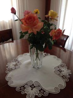 Japanese Crochet, Point Lace, Crochet Tablecloth, Satin Flowers, Curtain Designs, Irish Lace, Hobbies And Crafts, Doilies, Table Runners