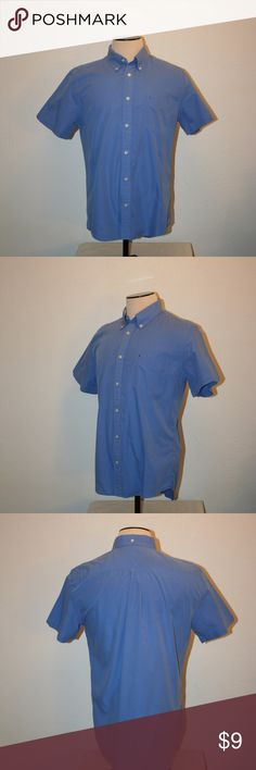"""TOMMY HILFIGER Shirt Mens Large Blue Chest: 44"""" Tommy Hilfiger Excellent Condition - No Stains or Holes Casual or Dress Shirt Short Sleeves Large Blue Logo On Pocket City Poplin Slim Fit   Chest:  44"""" (measured laying flat, armpit to armpit then doubled) Sleeve Length:  8 1/2"""" Length:  29 3/4"""" 100% Cotton Tommy Hilfiger Shirts Casual Button Down Shirts"""