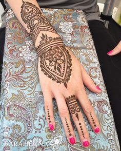 Have I mentioned how much we love being given creative freedom? This Friday and Saturday is Kirkland Summerfest stop by our booth on Kirkland Ave near the waterfront and ask for artist's choice!  . . #sarahenna #henna #mehndi #Kirkland #kirklandart #seattlehenna #seattle  #festival #hennaartist #art #artist #seattleart #kirklandartist #kirklandhenna #naturalhenna #hennaart #Woodinville #bothell #Redmond #Bellevue #hennaseattle