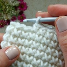 Crochet Front and Back Post Ribbing - Salvabrani Free Crochet Stitches from Daisy Farm Crafts - Salvabrani Free Crochet Pattern for the Blueberry Stitch! Learn how to crochet bobbles with this easy crochet tutorial. Crochet Unique, Crochet Round, Double Crochet, Flower Crochet, Beautiful Crochet, Crochet Stitches Patterns, Knitting Stitches, Knitting Patterns, Poncho Patterns