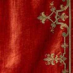 An elegantly embroidered leading edge design, Cellini features an intricate pattern made up of leaves and scrolls, hand sewn in regal gold thread. Lead Edge, Scroll Design, Geometric Lines, Art Deco Design, Edge Design, Pattern Making, Silk Fabric, Hand Sewing, Diy