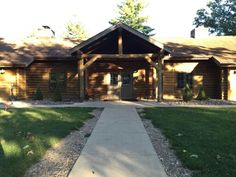 Davis Lodge: front view
