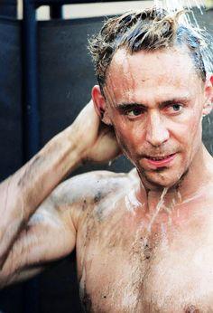 Tom Hiddleston - The Night Manager ( Whoa. Thomas William Hiddleston, Tom Hiddleston Loki, Shakespeare, The Dark World, Raining Men, Perfect Man, Film, Just In Case, Sexy