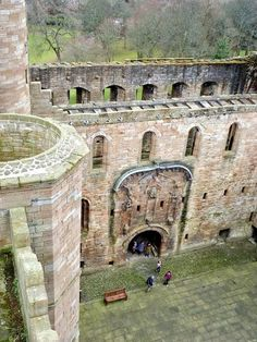 Some of the scenes from Wentworth Prison might be ones that most Outlander fans would rather forget but the filming location of Linlithgow Palace is not the grim place that you might envisage.  There are a few atmospherically dark rooms and corridors which were used in the prison scenes.