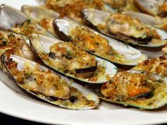 Baked Tahong (Baked Mussels)  Baked Tahong or Baked Mussels is a very simple appetizer or cocktail dish that is made out of baked mussels and cheese. A popular hit in Philippine celebrations such as birthdays, fiestas and even family gathering as it is really easy to prepare, it is inexpensive (depends on where you are) and the visual presentation is stunning.