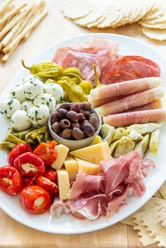 Antipasto Platter - How to Arrange One for Parties and Holidays! #antipasto #antipastoplatter #charcuterie #partyfood #holiday Antipasto Platter, Snack Platter, Antipasto Salad, Marinated Asparagus, Marinated Olives, Marinated Mushrooms, Italian Antipasto, Dried Scallops, Finger Food Appetizers