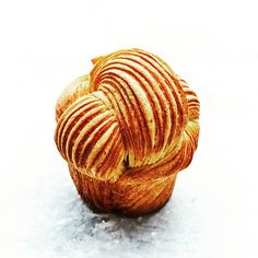 "Brioche feuillete בריוש כרוך מתוך קורס חדש שלי ב""בישולים"" צילום: @amir_menahem_ #viennoiseriefrancaise #viennoiserie #pastrylove #pastry_inspiration #pastry #pastrychef #instagram #instafood #foodstagram #picoftheday #gargeran #bestchef #chef #cheflife #patisserie #israel_best #foodporn #pastrydelights #bakery #chefofinstagram #foodporn ."