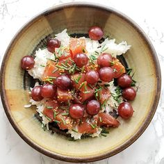 Can we talk about my latest poke bowl? I didn't have to go to Hawaii for it...just into the kitchen.  White steamed rice ahi tuna poke from my local @vons market red California grapes  snipped chives. Boom...lunch is served.  The combo of raw seasoned fish and sweet grapes is unbeatable! I hope you try it!