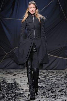 Gareth Pugh Fall 2012 Ready-to-Wear - Collection - Gallery - Style.com