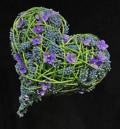 Brudearbeider - Blomst af Hansen AS Stein Are Hansen .one of the worlds better best brilliant Florists Deco Floral, Arte Floral, Floral Design, My Flower, Flower Art, Flower Power, Heart In Nature, Heart Art, Fresh Flowers