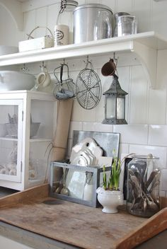 Pretty kitchen accessories - love the container with the cutting boards in it.