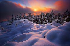 Sunset at Montlune, Auvergne, France: Florent Courty Winter Szenen, Winter Magic, Winter Sunset, Beautiful World, Beautiful Places, Beautiful Sunset, Dame Nature, Vida Natural, Snow Scenes