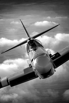 Eddie Kurdziel flies his Fairey Firefly AS.Mk 6 number behind a North American Mitchell bomber named Executive Sweet off the coast of San Diego, California. Aviation Industry, Aviation Art, Ww2 Aircraft, Military Aircraft, Jets Privés De Luxe, Jet Privé, Airplane Fighter, Airplane Flying, Supermarine Spitfire