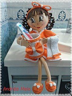 Bonecas para decoração em EVA! Foam Crafts, Diy And Crafts, Arts And Crafts, Fabric Dolls, Paper Dolls, Diy Doll Toilet, Bathroom Crafts, Sewing Projects, Diy Projects