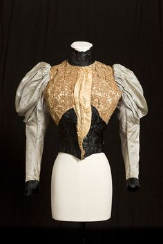 Bodice of Alexandra, Princess of Wales, 1894 From the Royal Ceremonial Dress Collection via Women's Wear Daily 1890s Fashion, Edwardian Fashion, Royal Fashion, Retro Fashion, Fashion News, Vintage Fashion, Fashion History, Antique Clothing, Historical Clothing