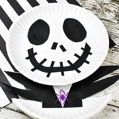 This easy Jack Skellington Craft for Kids is a must if your family loves The Nightmare Before Christmas movie! You'll only need a few supplies, such as paper plates, construction paper, and glue. One of my most favorite Nightmare Before Christmas Film, Nightmare Before Christmas Decorations, Christmas Comics, Christmas Birthday, Christmas Paper Plates, Christmas Crafts, Christmas Christmas, Jack Skellington, Christmas Classroom Door