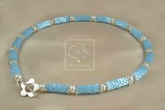If you know how to do flat even-count peyote, you know how make this pretty one. For more info, click the pic, it takes you to the tutorial. Easy Beading Tutorials, The Empress Of China, Beaded Necklace, Beaded Bracelets, Take That, Satin, Flat, Beads, Pretty