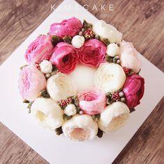 """259 Likes, 4 Comments - Butter cream flower cake&class (@kimncake) on Instagram: """"P E O N Y…"""""""