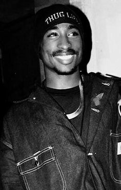 Tupac One of my fav pic of him, his smile is so beautiful, this genuinely seems . Tupac One of my Tupac Pictures, Tupac Photos, 2pac Images, Tupac Wallpaper, Best Rapper, Brad Pitt, Black Men, Black Boys, Hiphop