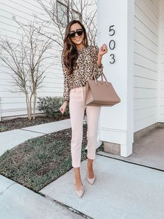 Com casual work outfits, business casual outfits, work casual, chic Spring Work Outfits, Casual Work Outfits, Mode Outfits, Work Casual, Casual Chic, Stylish Outfits, Smart Casual, Professional Summer Outfits, Summer Work Outfits Office