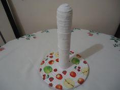 suporte para papel toalha feito com canudinho de jornal